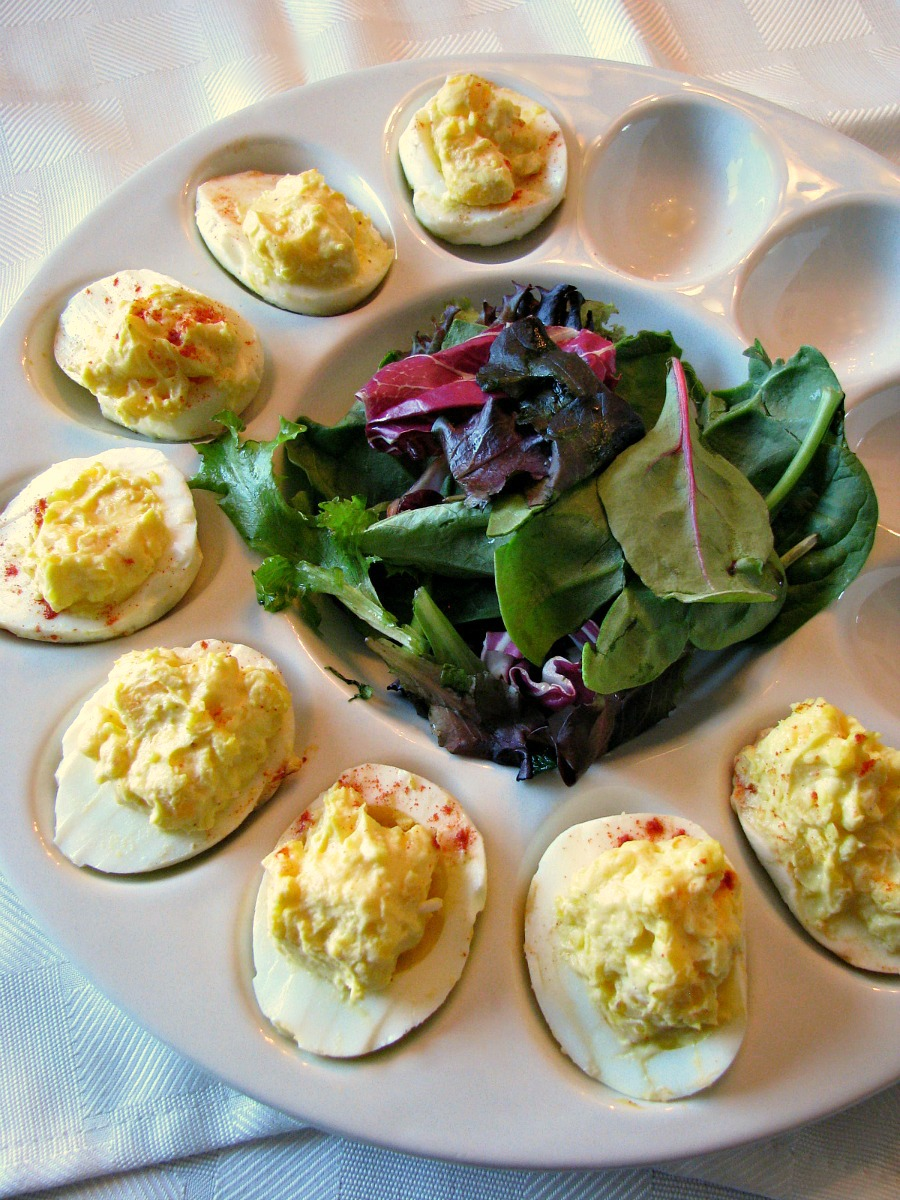 Creamy Horseradish Deviled Eggs- simple, creamy deviled eggs made with ...