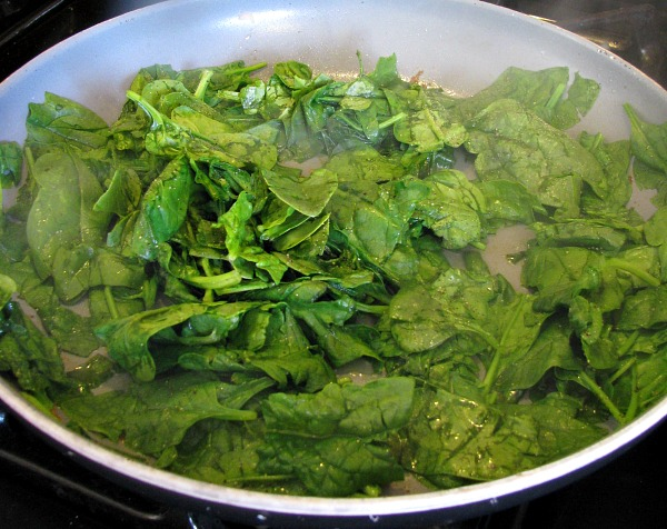 Sauteed Spinach for Skillet Chicken with Spinach and Avocado.